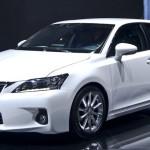 Японские автомобилестроители представят новейшую генерацию Лексус CT200h в 2017