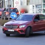Benz GLC Coupe показался напервом тизерном изображении