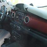 Размещены фото интерьера нового Jeep Wrangler