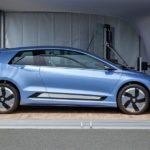 VW представил электромобиль, который будут заряжать роботы