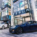 Оросте объемов поставок авто Tesla сообщили вкомпании