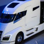 Вглобальной web-сети показали видео экстремального разгона электрического грузового автомобиля отTesla