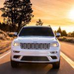 Новый вседорожник Jeep Wagoneer показали нашпионских фото