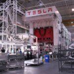 Маск поведал, как спит наполу завода Tesla